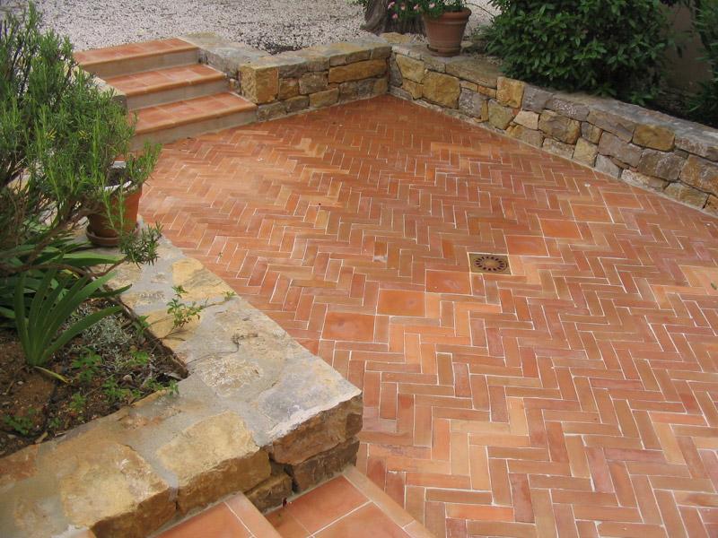 Briques briquettes en terre cuite carrelage terres for Carrelage exterieur rouge brique